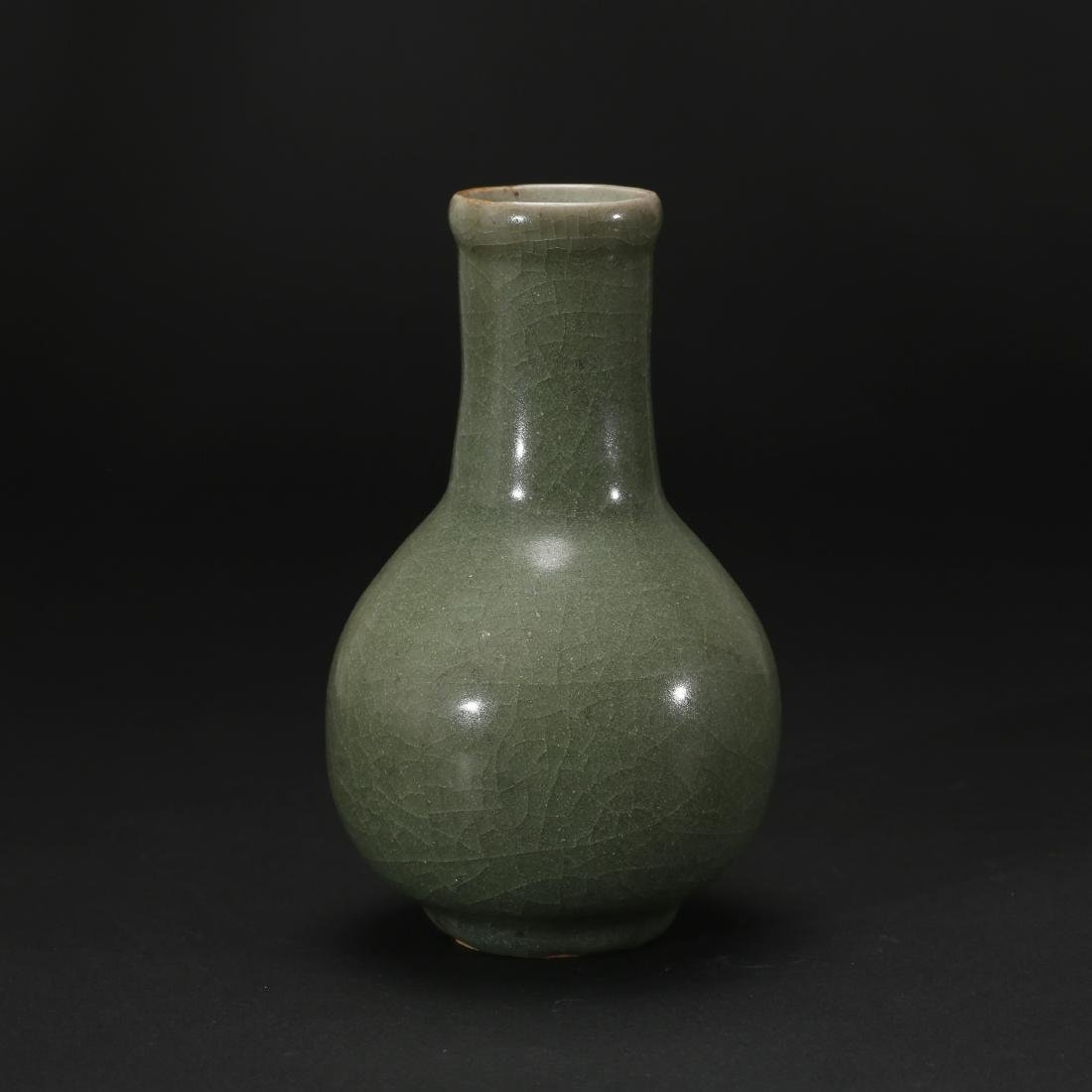 CHINESE CELADON GLAZED BOTTLE VASE
