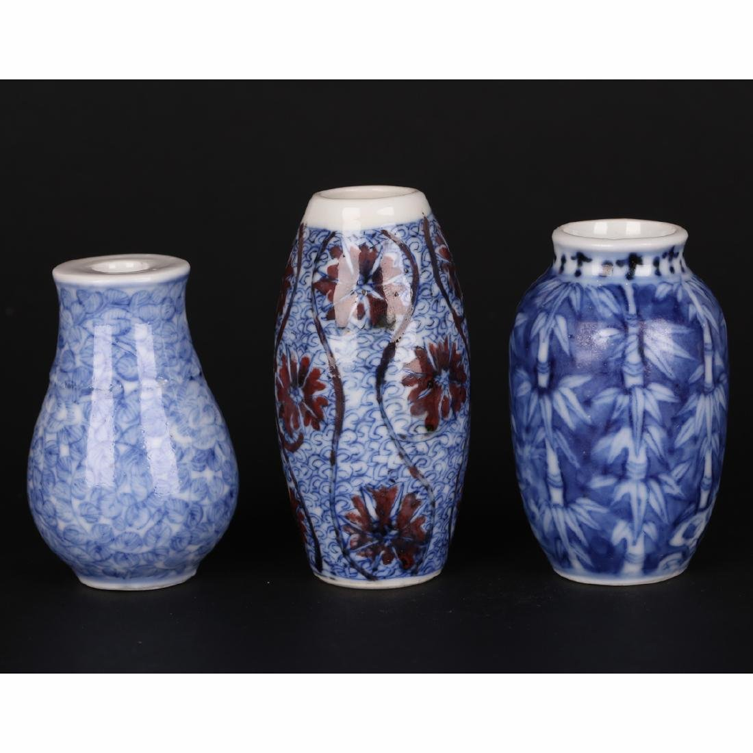CHINESE SET OF 3 BLUE WHITE SNUFF BOTTLE