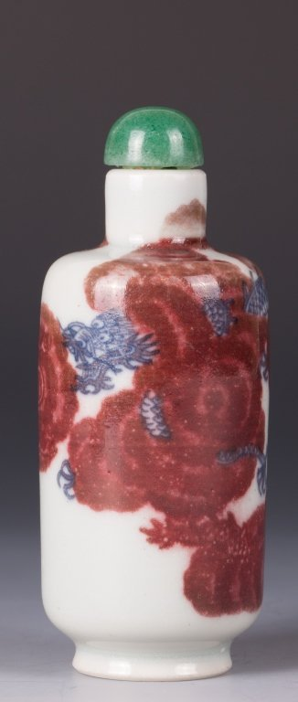 CHINESE BLUE AND WHITE IRON RED SNUFF BOTTLE