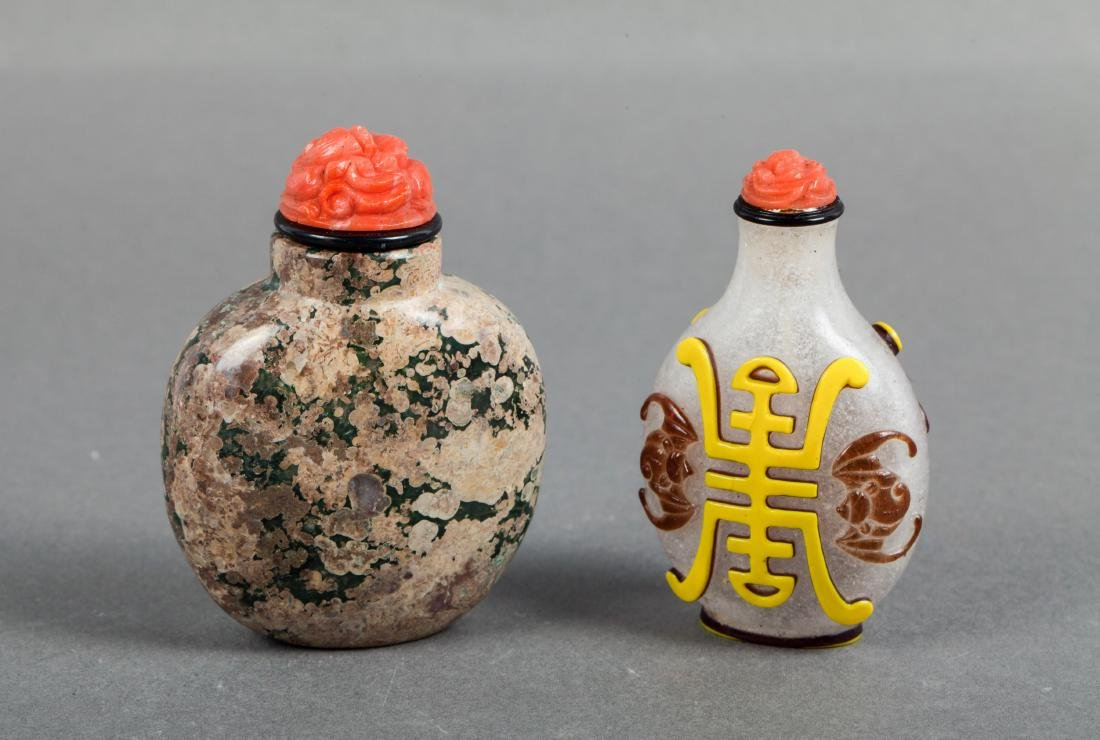 TWO CHINESE PEKING GLASS AND AGATE SNUFF BOTTLES
