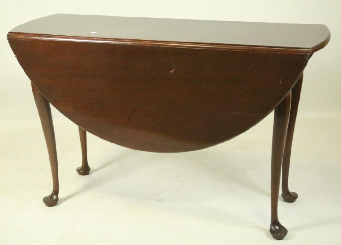 18th CENTURY AMERICAN MAHOGANY DROP LEAF TABLE