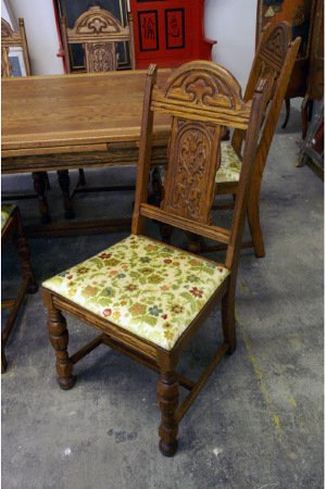 312: Set of 6 oak chairs, green floral upholstery