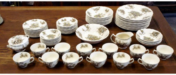 322: Set of China, Johnson Brothers, Pastorale Toile de