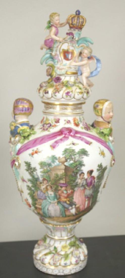 18th CENTURY MEISSEN PORCELAIN LIDDED URN