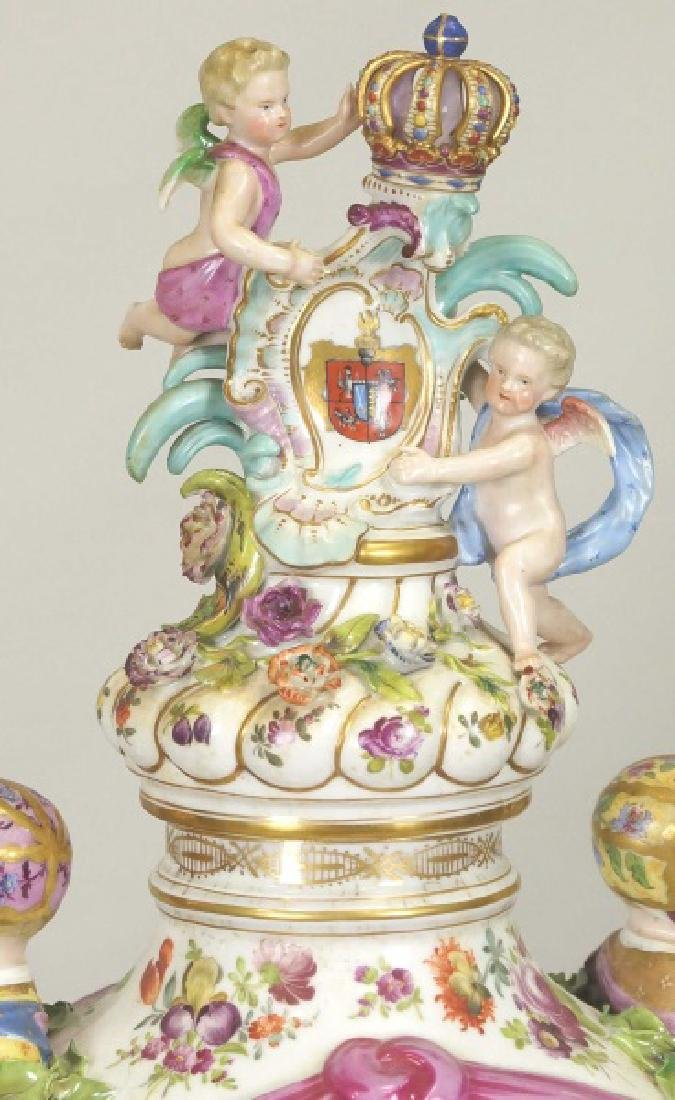 18th CENTURY MEISSEN PORCELAIN LIDDED URN - 2
