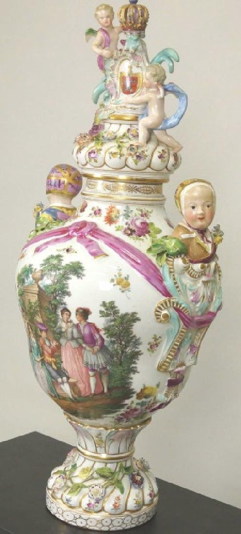 18th CENTURY MEISSEN PORCELAIN LIDDED URN - 4
