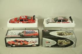 TWO BRAND NEW DRIVERS SELECT & RACE FANS 1:24