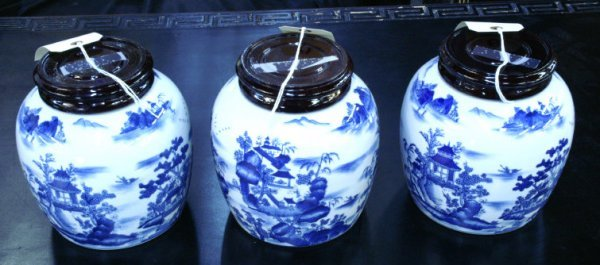 227: Set of 3 blue and white porcelain pots with lids