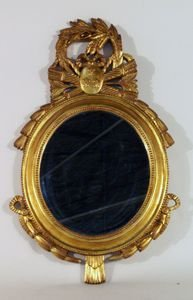 232: Gilt framed round mirror