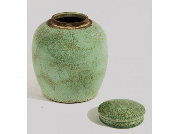1007: Chinese green jar with lid, 20th C.
