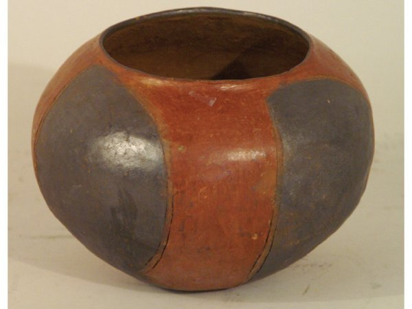"1012: Antique Pre-Columbian style clay bowl.  7"" wide b"