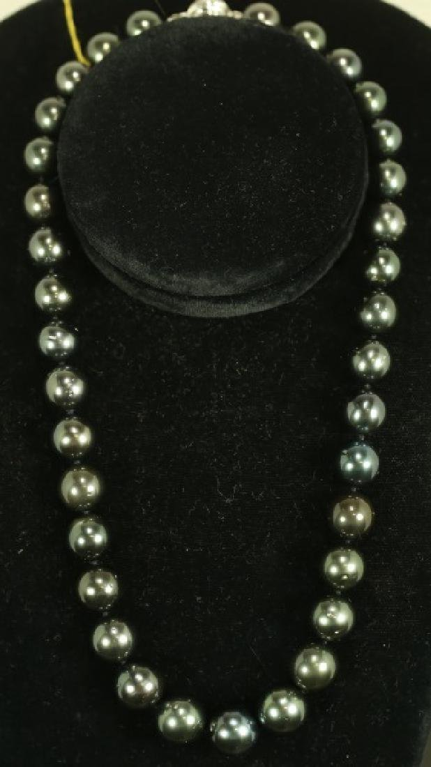 GRADUATED SINGLE STRAND TAHITIAN PEARL NECKLACE