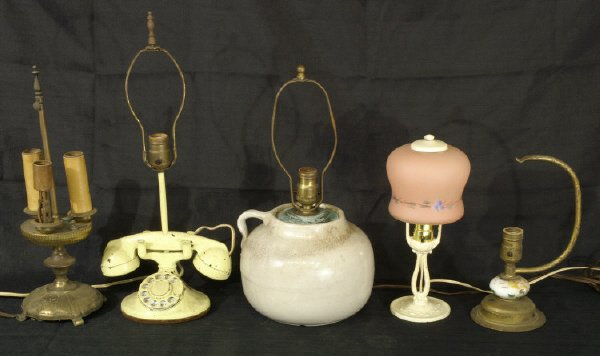 11: Box lot of assorted lamps