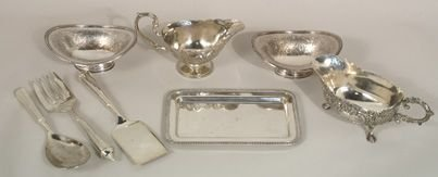 17: 2 plated Towel gravy boats, 2 nut dishes, etc.