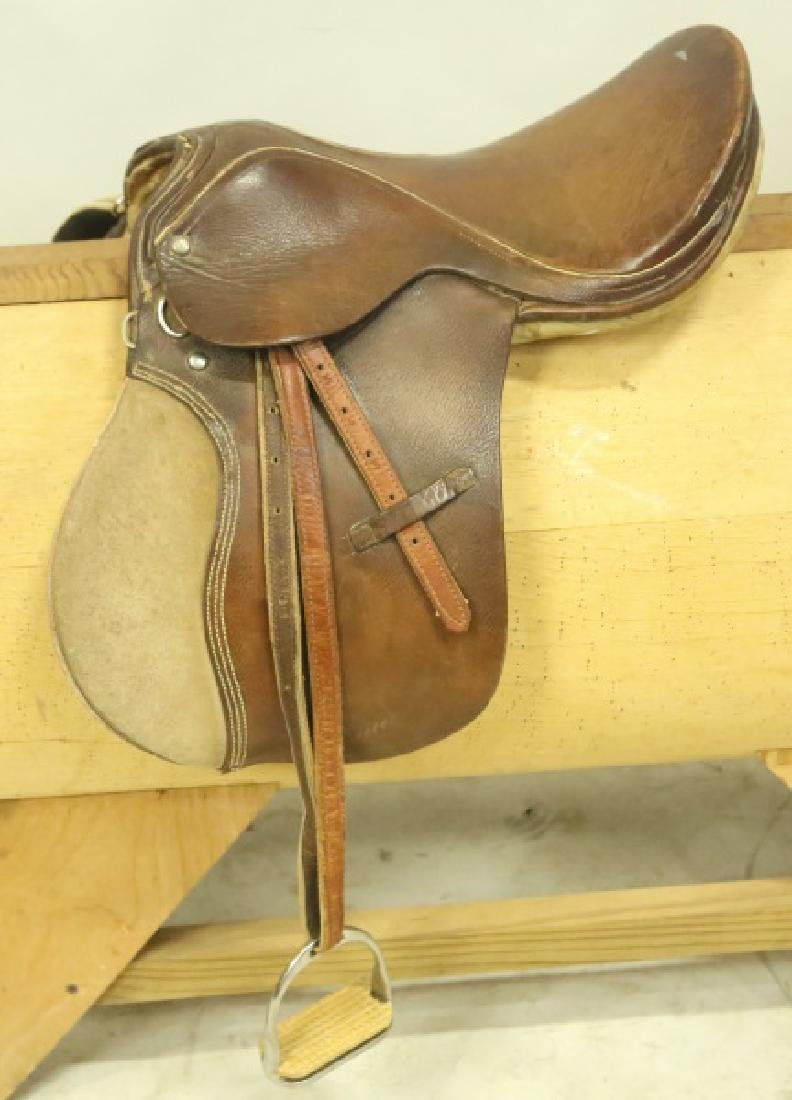 VINTAGE LEATHER SADDLE
