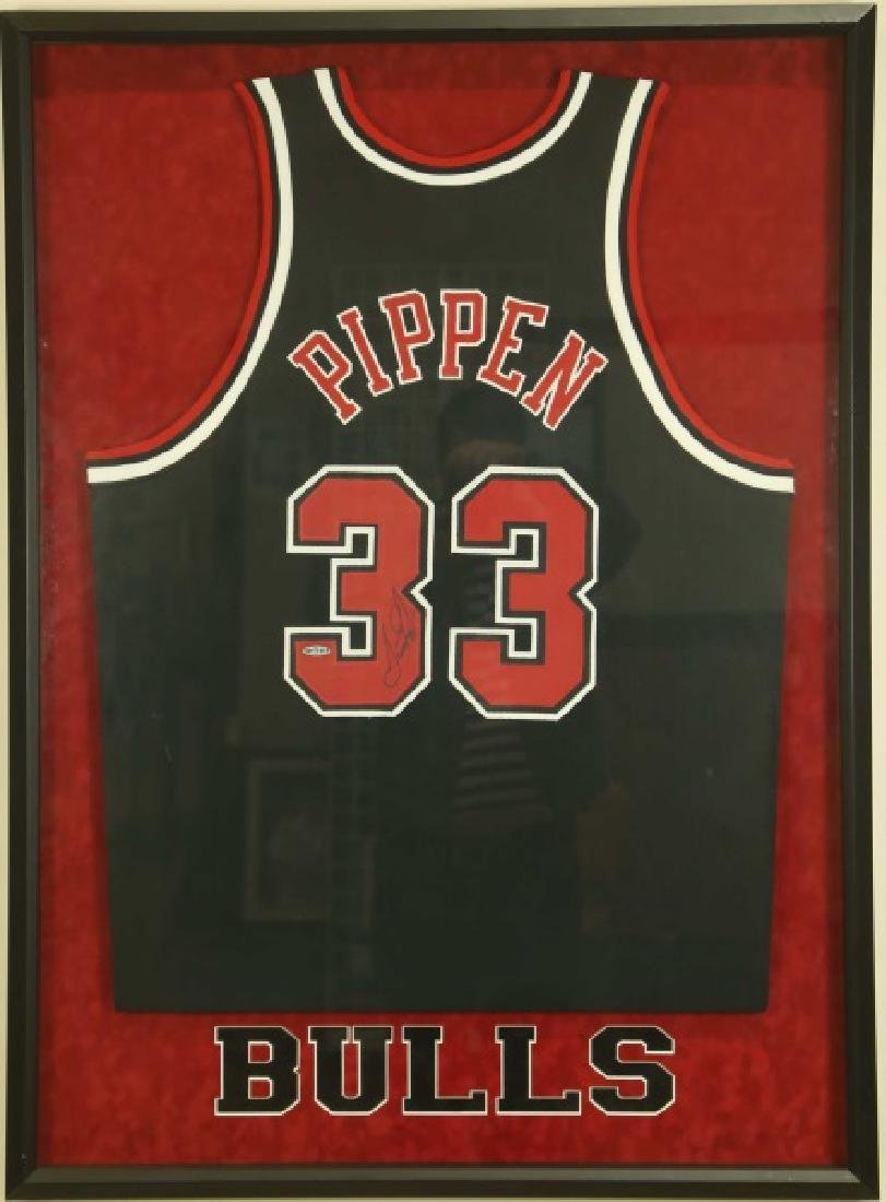 SIGNED SCOTTIE PIPPEN BULLS JERSEY
