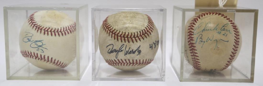 LOT OF THREE SIGNED BASEBALLS IN LUCITE CASES
