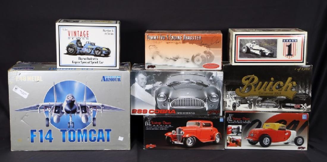 MIXED LOT OF MODEL CARS AND PLANES