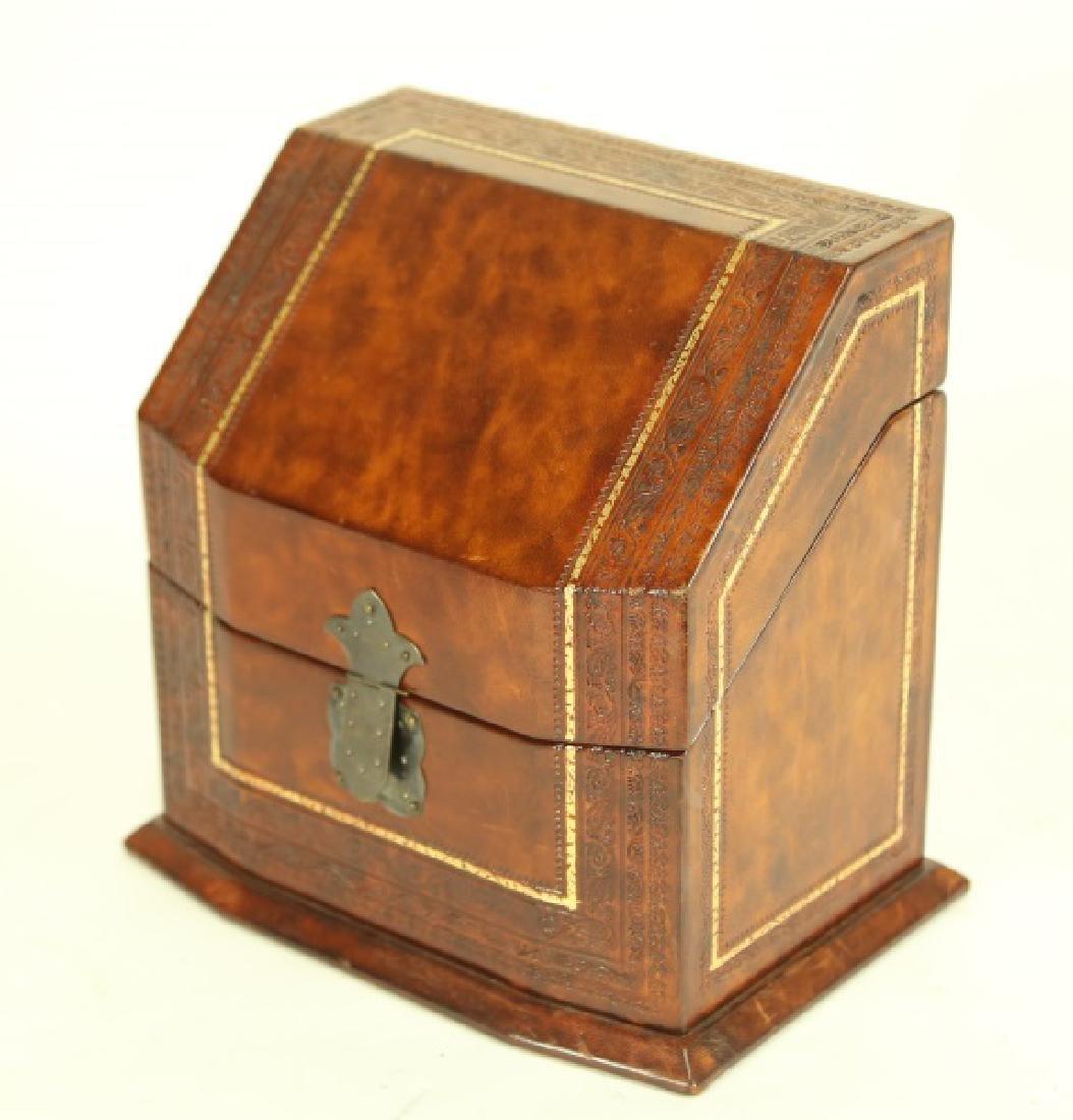 LEATHER CIGAR BOX