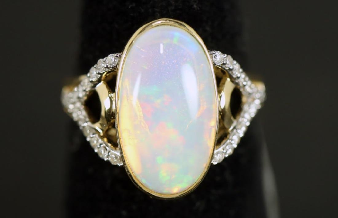 LADIES 14KT GOLD 4.60CT OPAL & 0.23CT DIAMOND RING