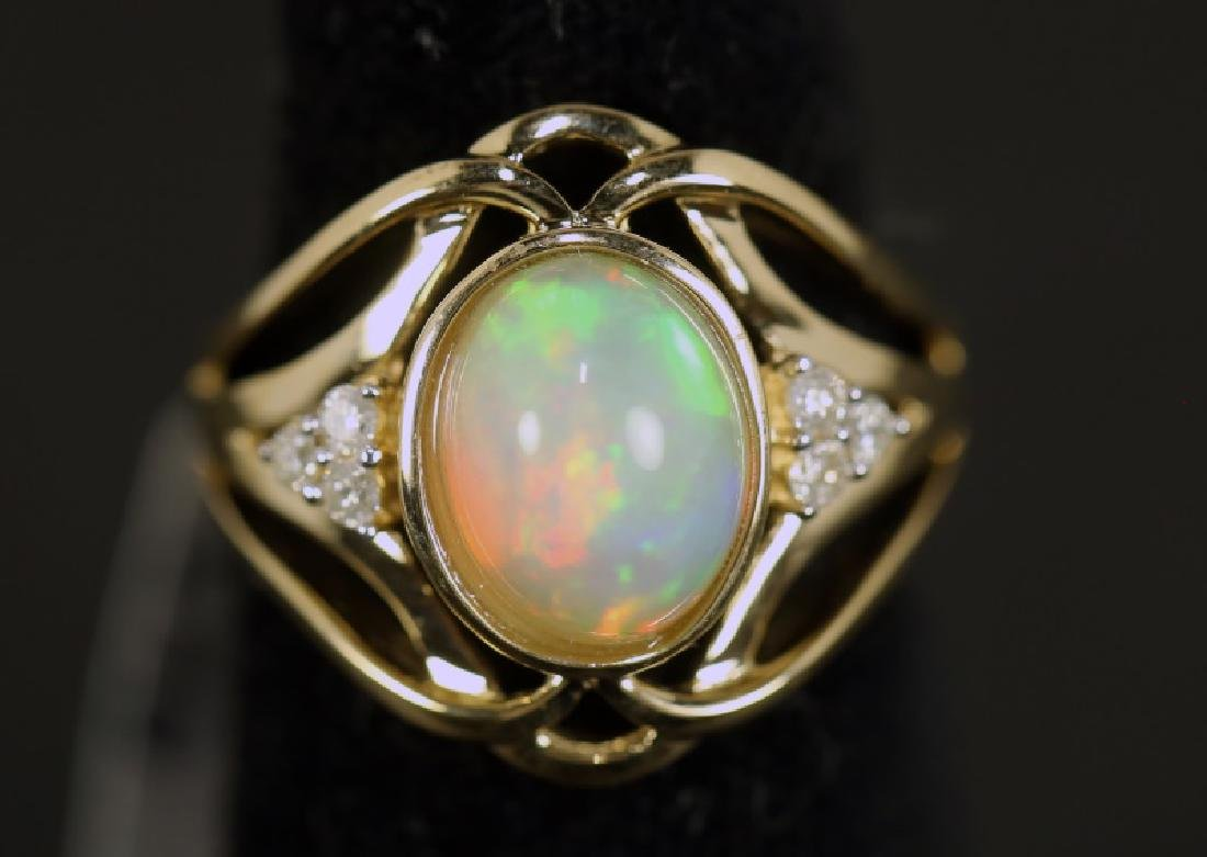 LADIES 14KT GOLD 2.55CT OPAL & 0.15CT DIAMOND RING