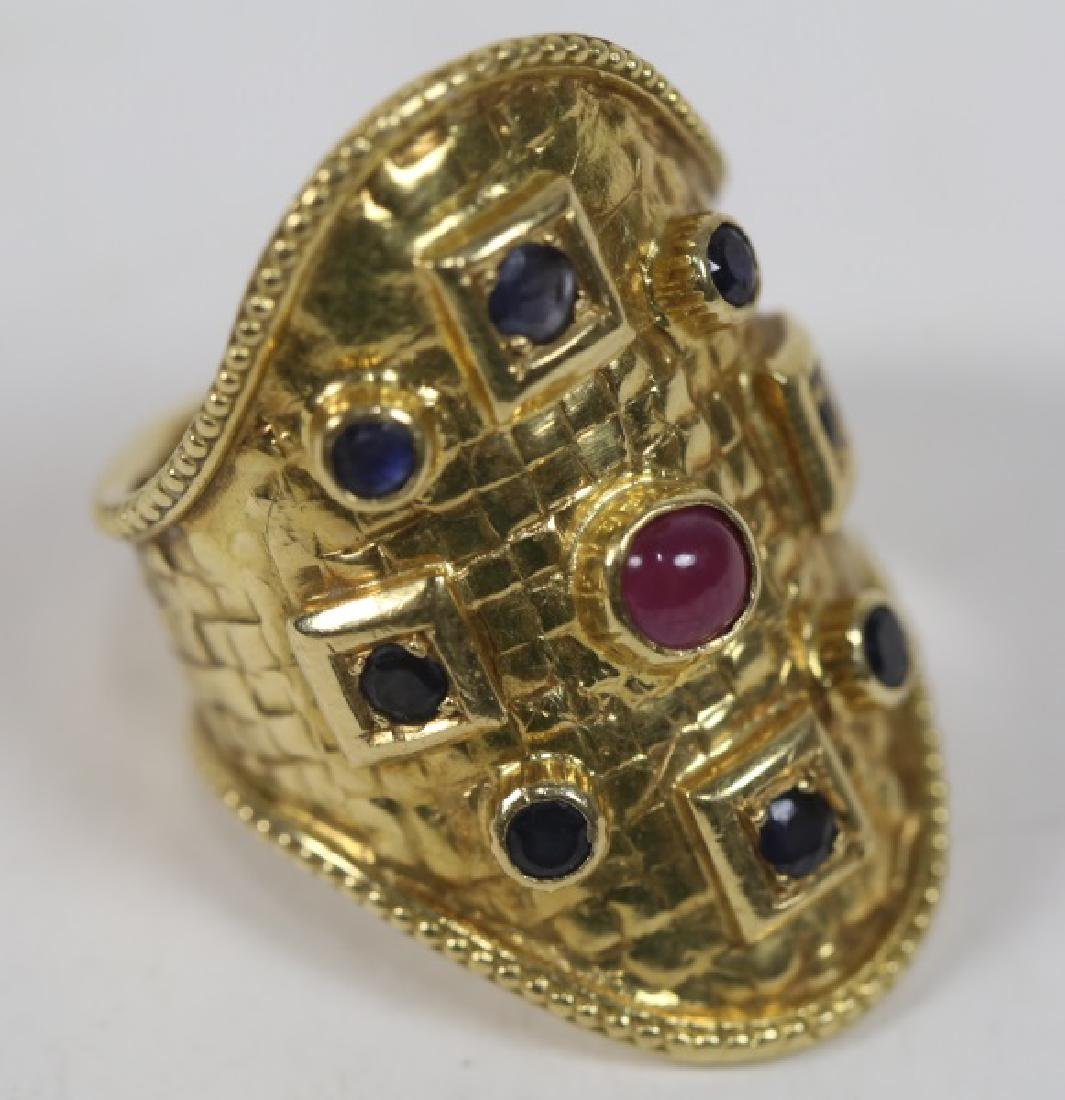 18K GOLD BAND RING WITH RUBY AND SAPHIRES