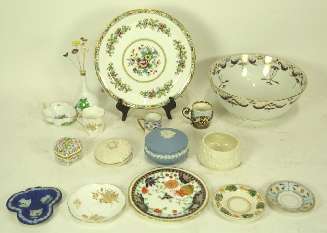 MIXED LOT OF 16 DECORATIVE DINNERWARE PIECES