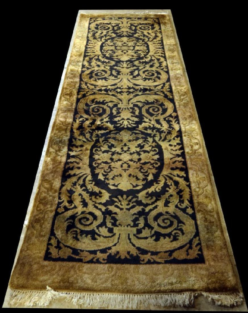 INDIA HAND KNOTTED RUNNER