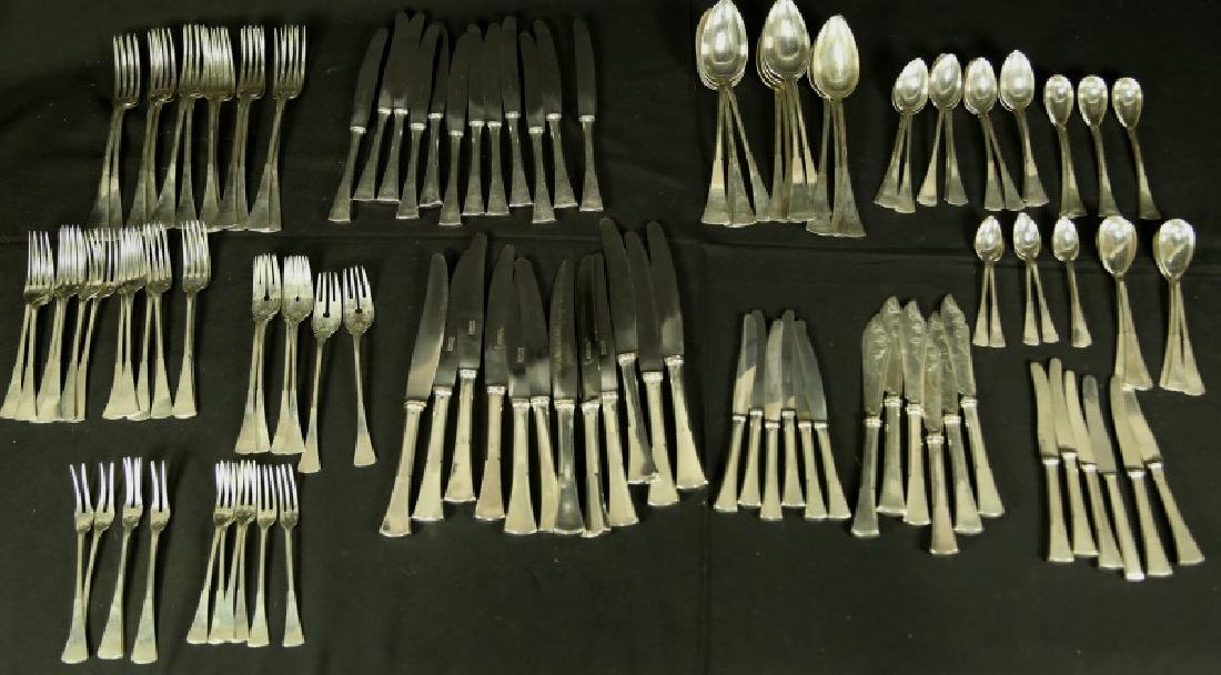 ROSTFREI 195 PIECE SILVER INFUSED FLATWARE