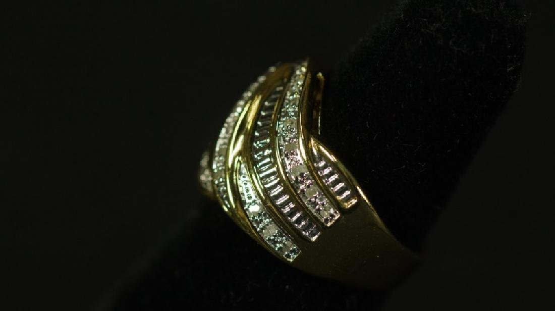 (183) 1 Ct. DIAMOND DINNER RING - 2