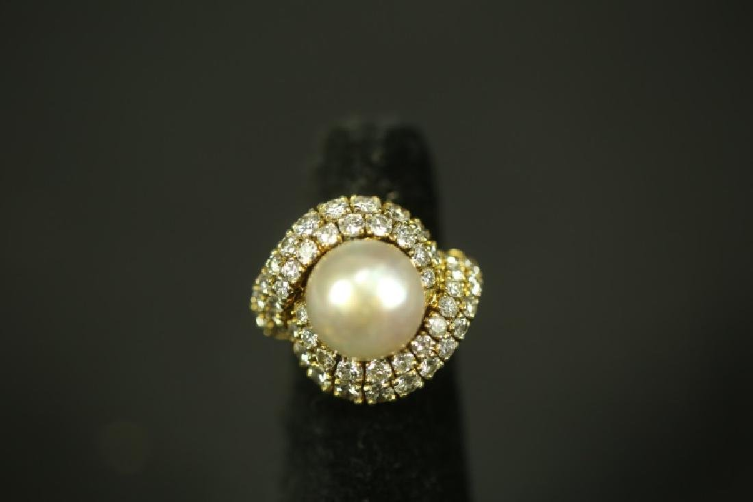 LARGE GOLD PEARL RING WITH DIAMONDS