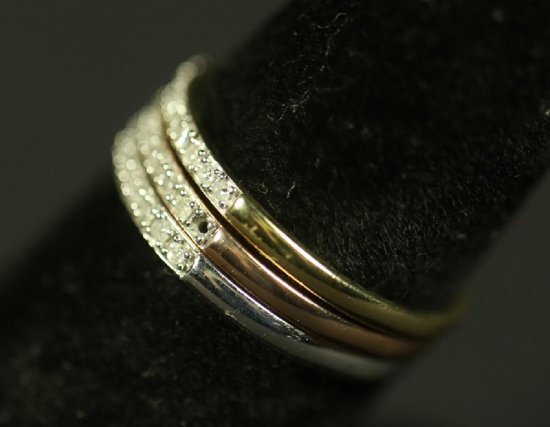 THREE 10 KT GOLD RINGS WHITE ROSE AND YELLOW GOLD - 2