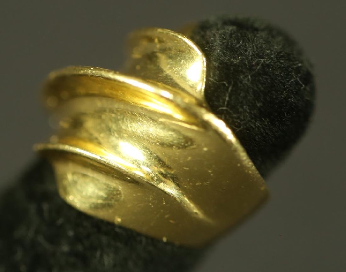 18 KT GOLD RING - 2