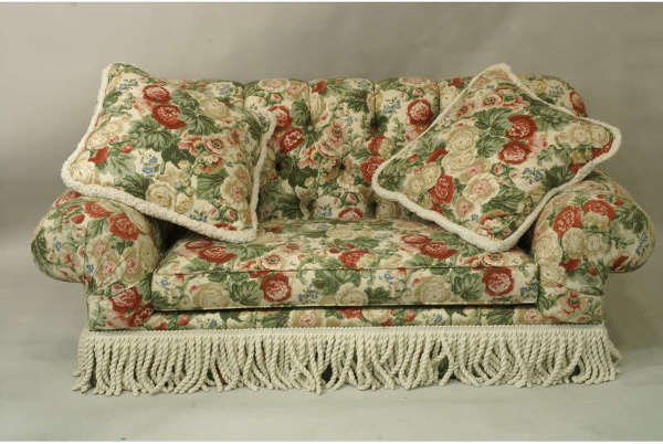 1013: Button tuft floral sofa with white fringe