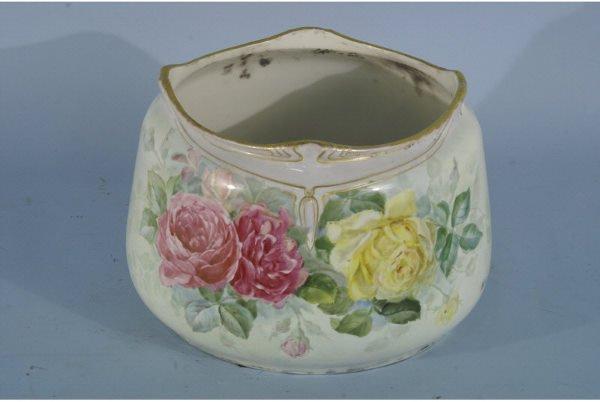 1021: Porcelain planter