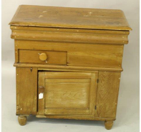 1024: Antique pine wash stand