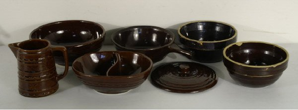 1214: 7 pieces of brown ceramic: 5 bowls, 1 lid, & 1 mu