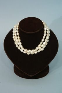 1206: 3-strand freshwater pearl necklace.