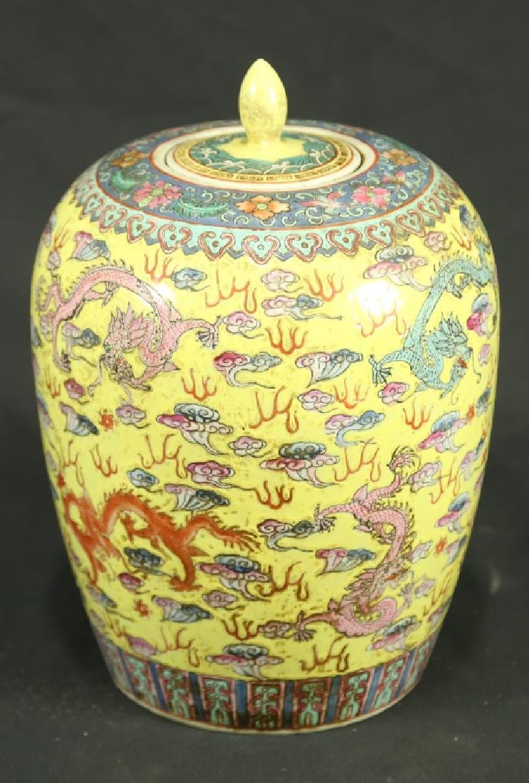 19th CENTURY IMPERIAL PORCELAIN LIDDED JAR