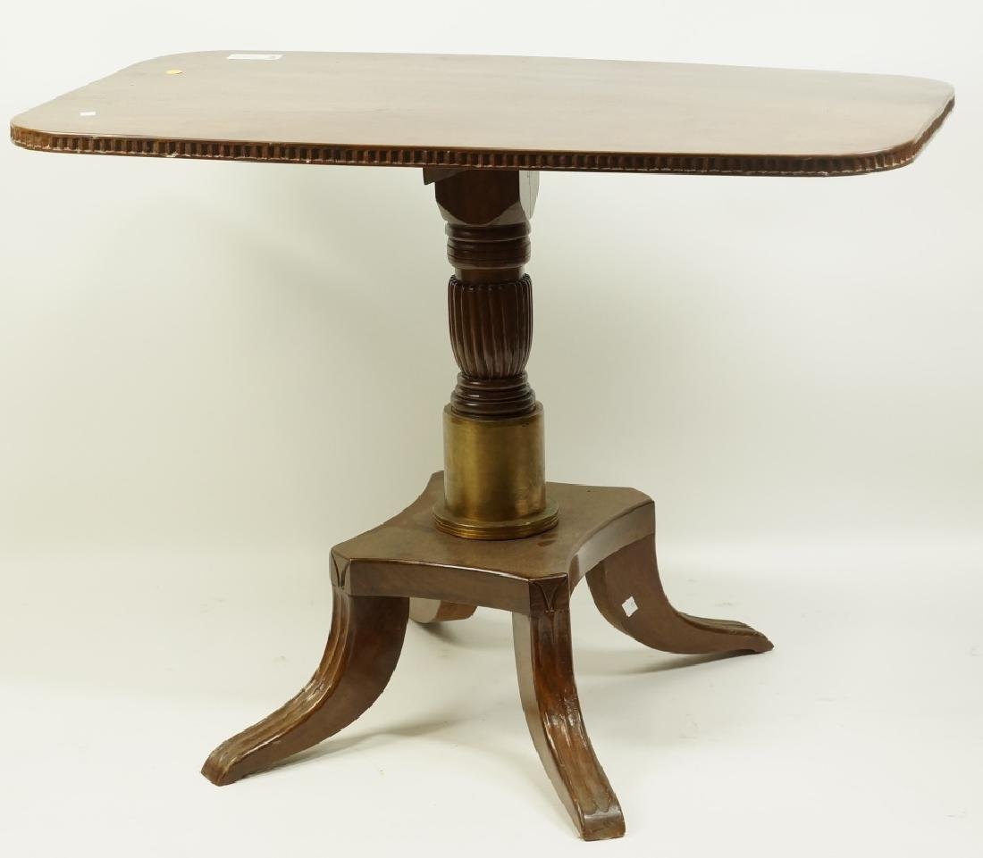 VINTAGE MAHOGANY PEDESTAL TABLE