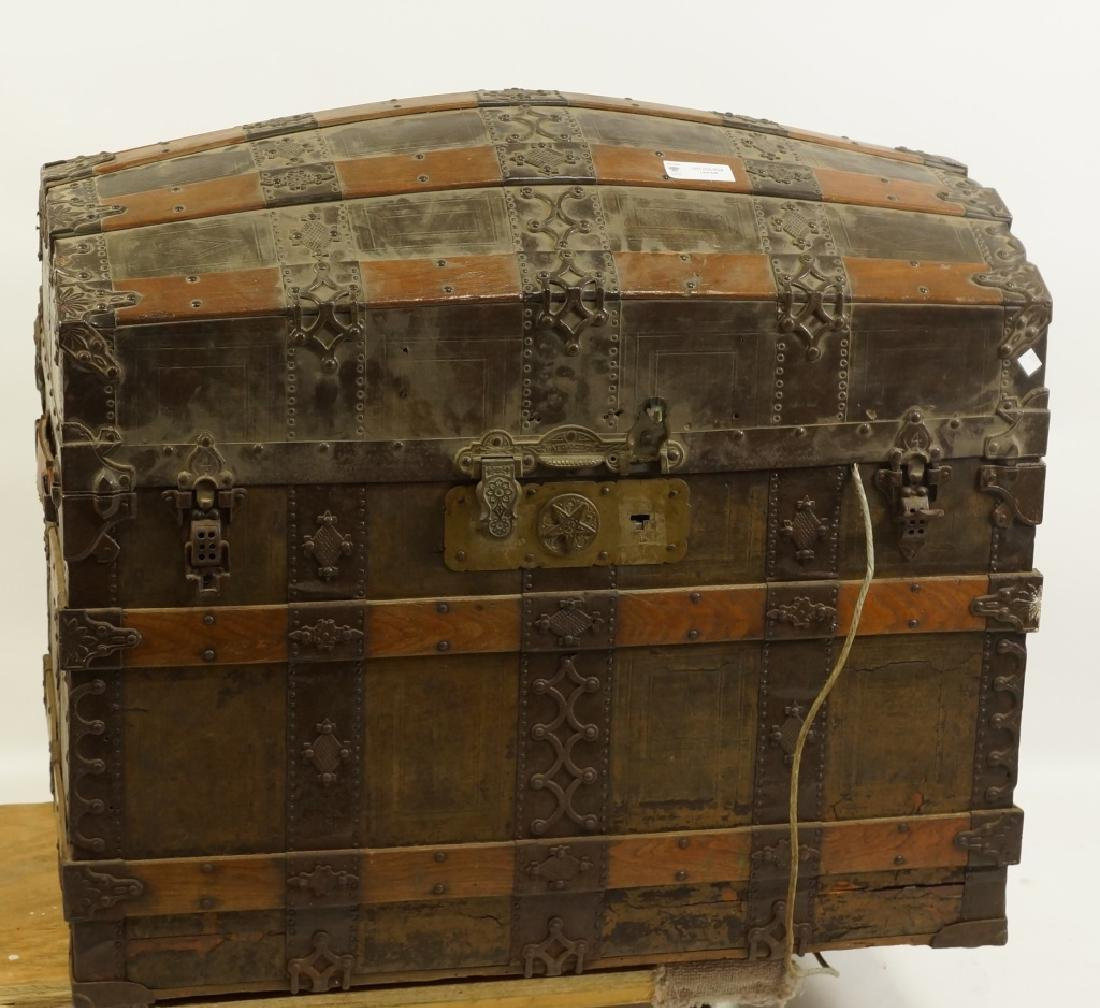 VINTAGE HUMPBACK TRUNK WITH MOTORIZED LIFT INSIDE