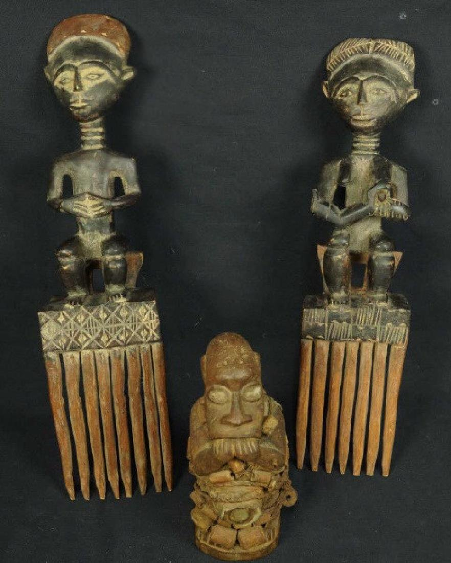 PAIR OF WOOD CARVED AFRICAN ASHANTI COMBS