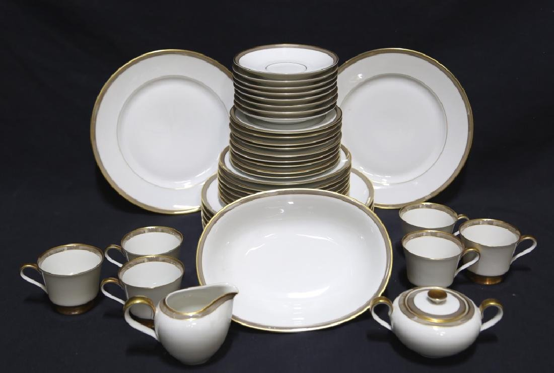 """40-PIECE SET OF """"HEINRICH' H. & CO. SELB CHINA"""
