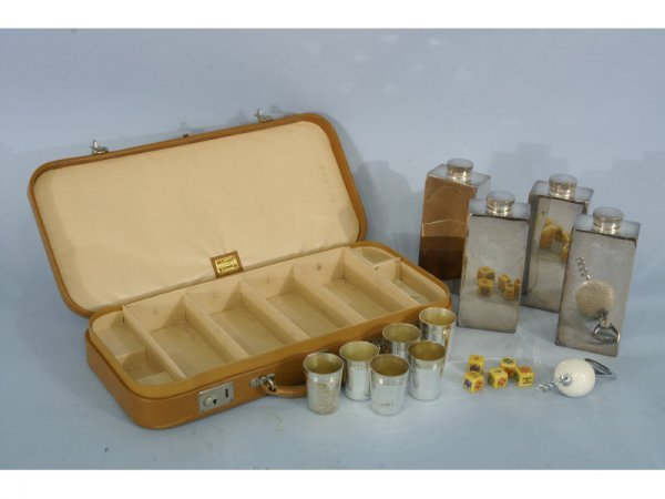 Gentleman's traveling flask set