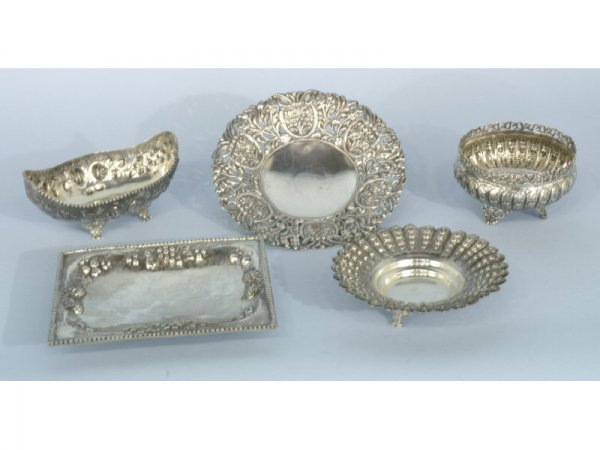 """Set of 5 """"800"""" silver bowls and trays."""