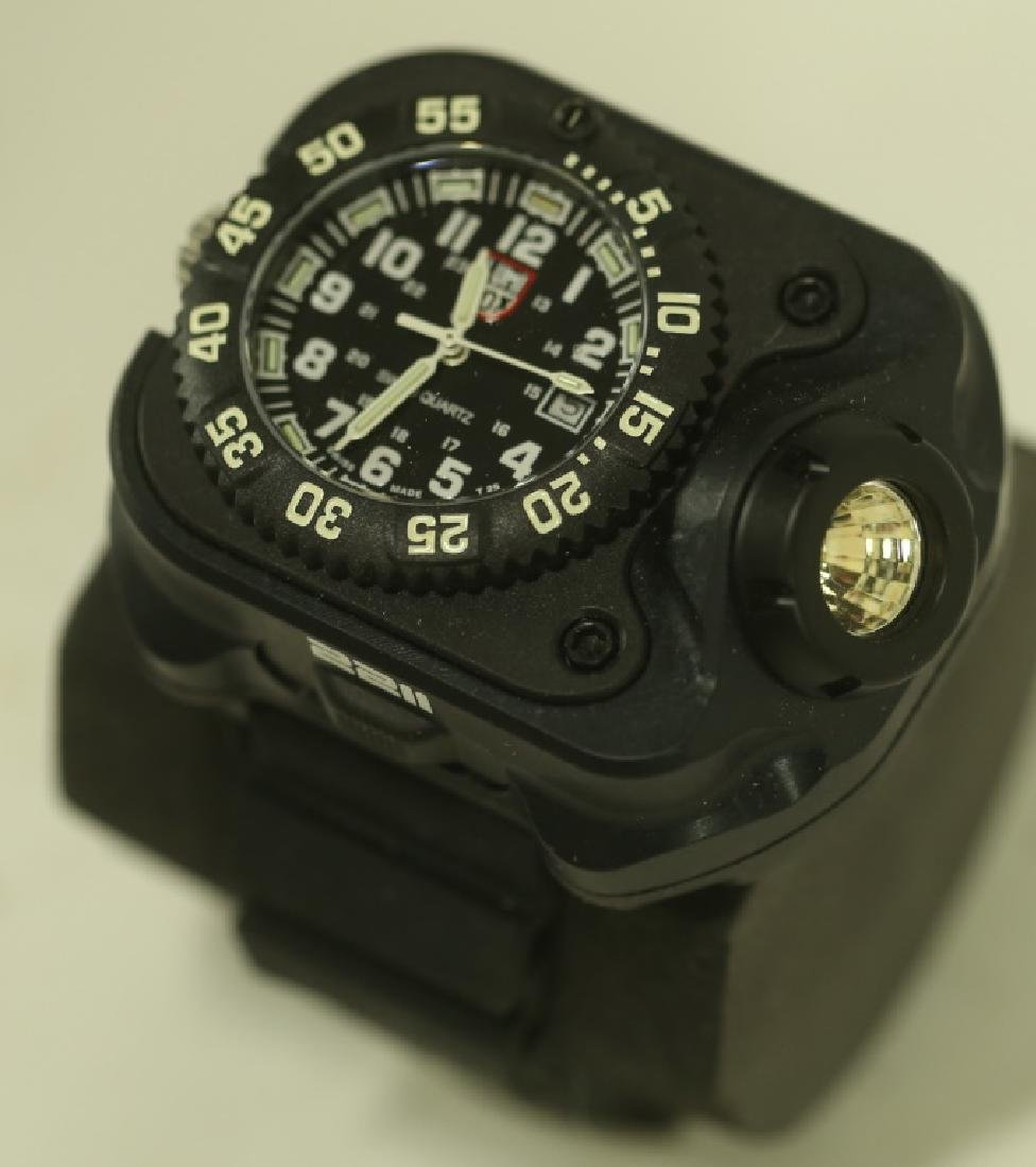 NEW 2211 LUMINOX RECHARGEABLE LASER VARIABLE WATCH