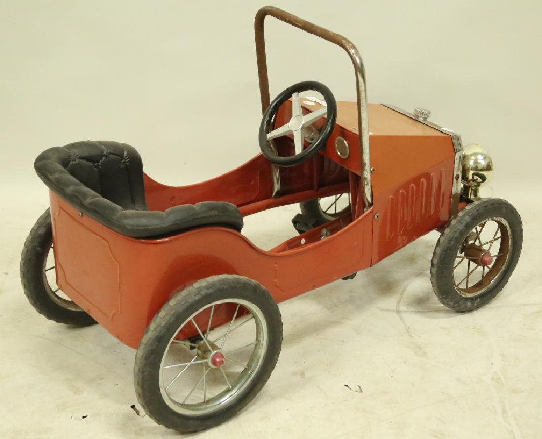 VINTAGE STEERABLE PEDAL CAR ON HARD RUBBER WHEELS - 2