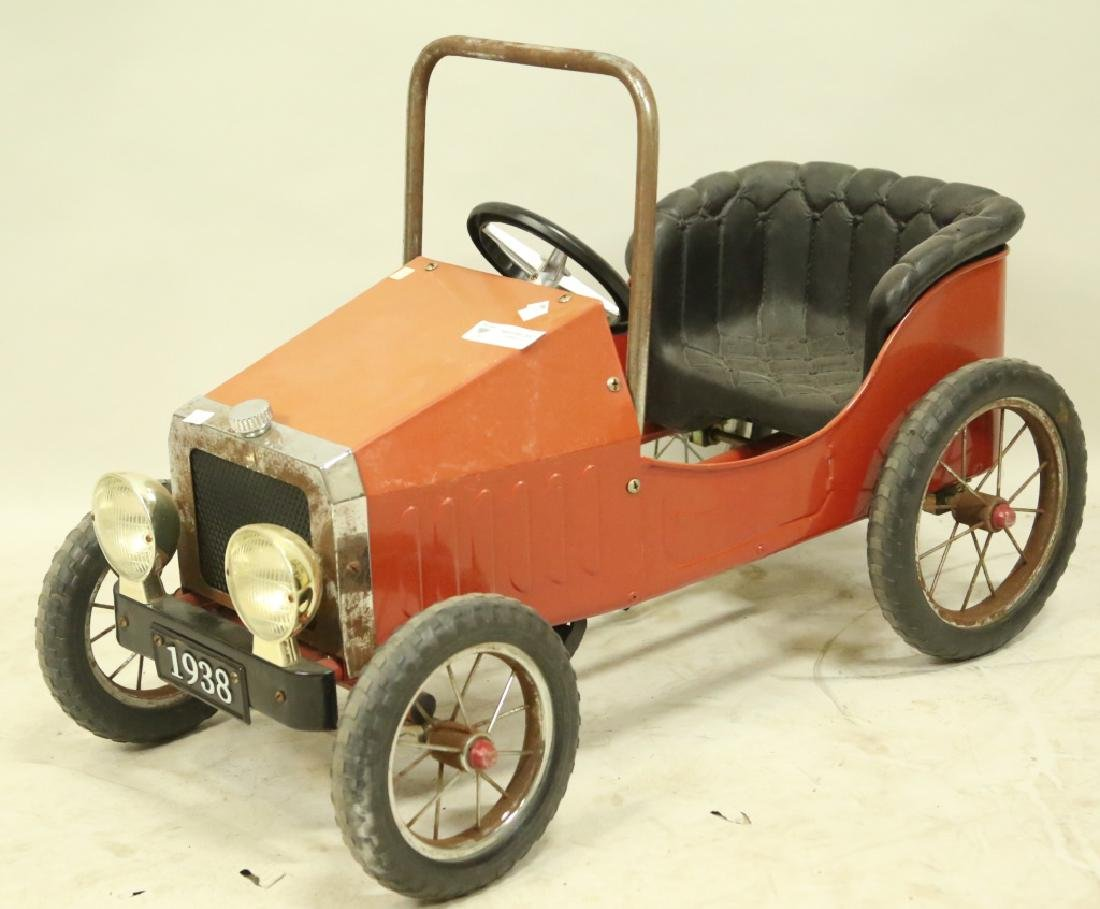 VINTAGE STEERABLE PEDAL CAR ON HARD RUBBER WHEELS - 3