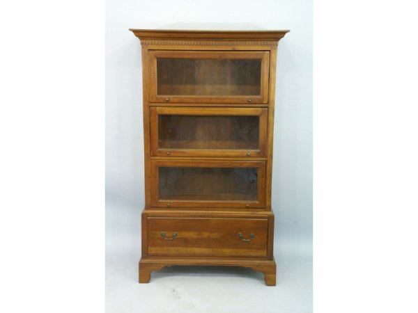 1015: Lawyer's bookcase with dentil trim and cornice