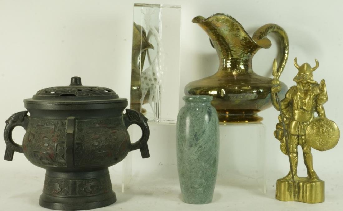 MIXED LOT OF FIVE DECORATIVE PIECES